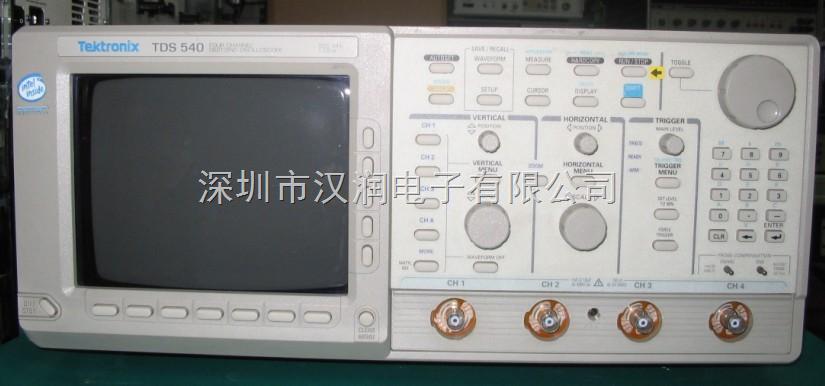 "TDS540A 500MHz Tektronix 数字示波器 4通道 采集速率 1 GS/s TDS540 500MHz Tektronix 数字示波器 4通道 采集速率 1 GS/s 泰克TDS540A示波器的曲线图显示装置 - 电信号的绘制的曲线图。在大多数应用中,图形显示信号随时间而改变:垂直(Y)轴代表电压和水平(X)轴表示时间。的强度或亮度的显示有时被称为Z轴。 该泰克TDS540A示波器的简单的曲线图可以告诉你许多事情有关的信号的,如:时间和信号的电压值,振荡信号的频率,在移动部件""的电路表"