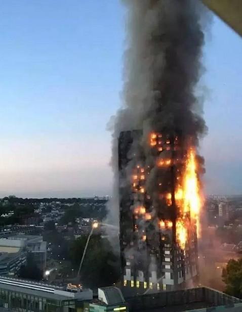 伦敦高楼着火
