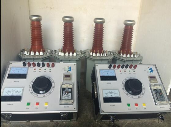 四、技术要求 1、试验变压器使用环境要求: 1.1 输入电压:交流220V或380V,50Hz; 1.2 环境温度:-40~40; 1.3 相对湿度:≤85%(环境温度为25时); 1.4 不含有化学性气体及蒸汽的环境中; 1.5 无爆炸性危险的气体中; 1.6 不受雨水浸入的场合下。 2、工频交直流耐压试验装置技术参数